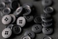 Merchant and Mills Baumwollknöpfe 15mm Scuttle Black